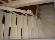 «Гусиным шагом» по деревянной лестнице